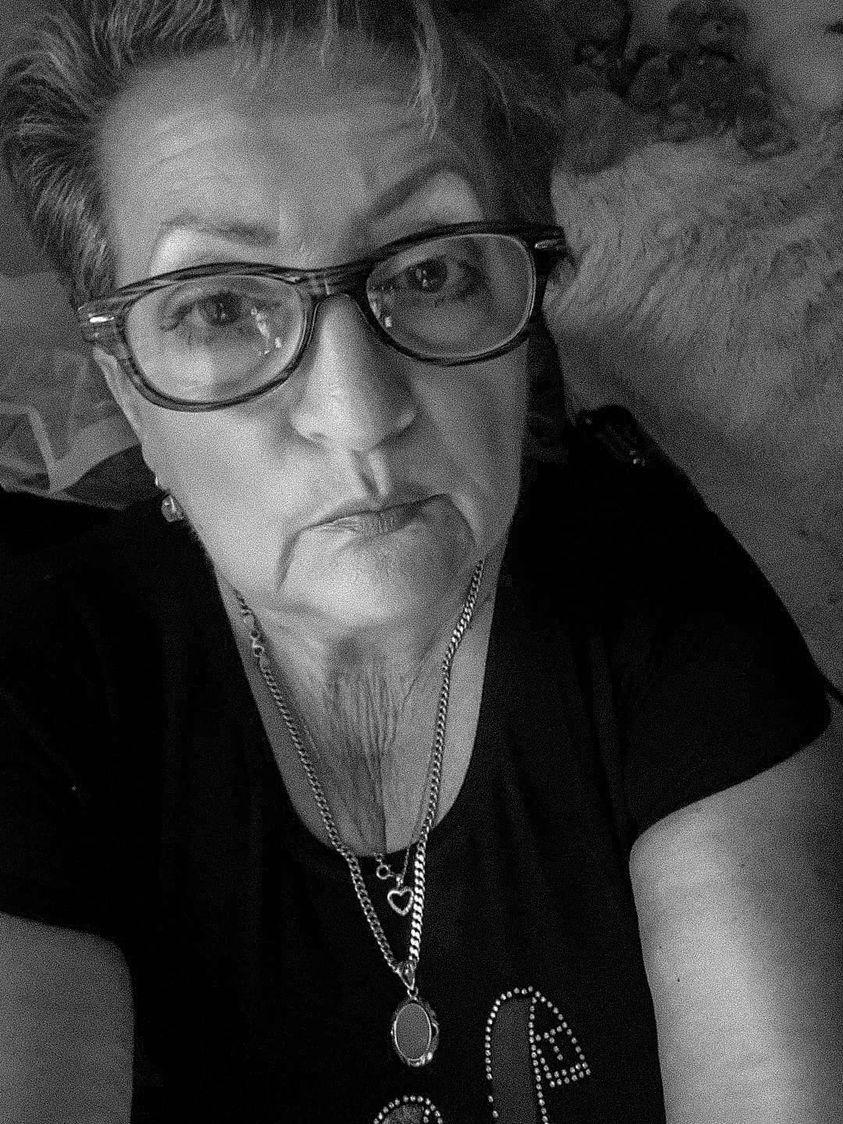 Zofia Starzyk. Czarno-białe zdjęcie portretowe kobiety w okularach
