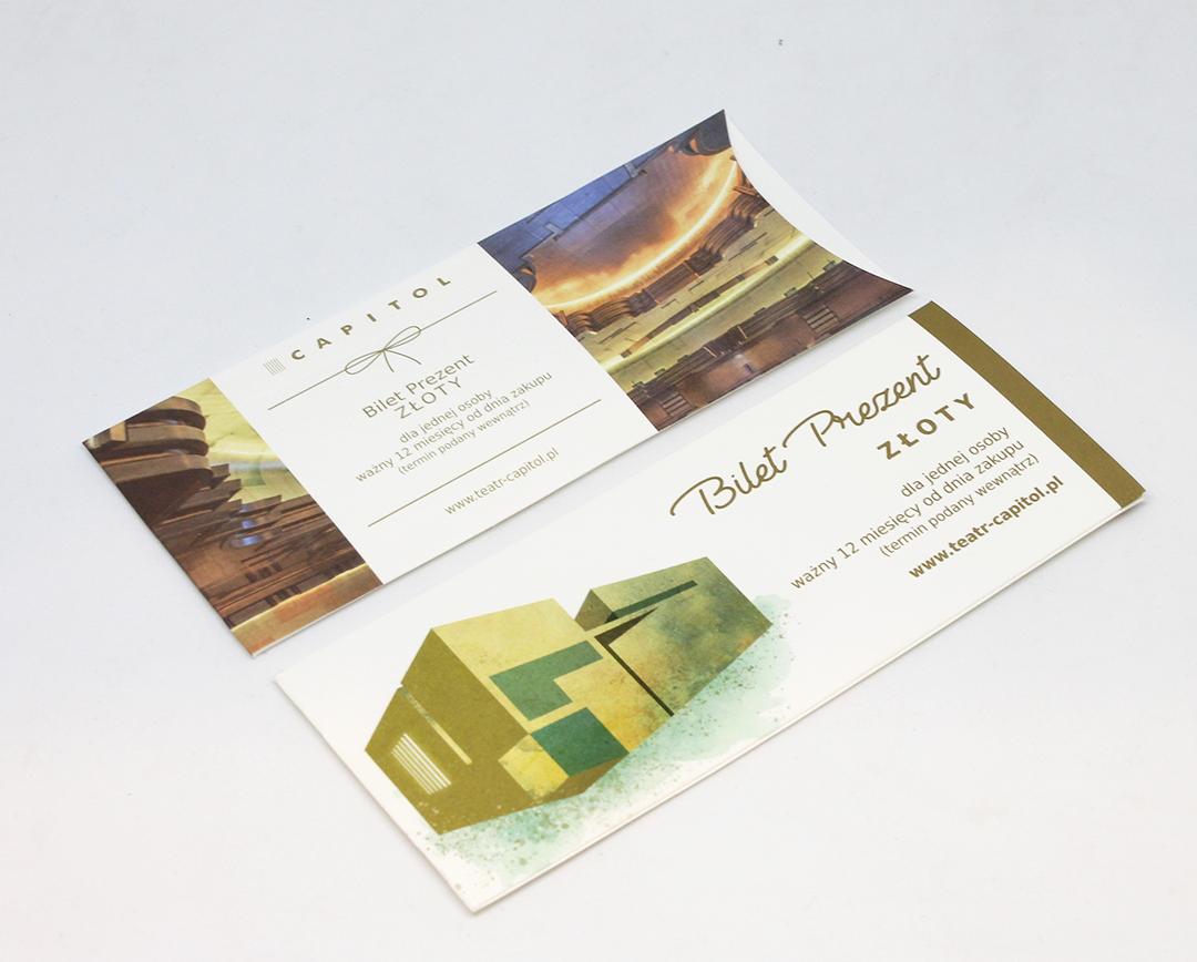 zdjęcie ukazujące dwa projekty graficzne złotych biletów prezentów